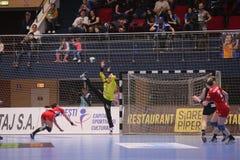 CSM Bucuresti - el ` S EHF de las MUJERES de RK Krim Mercator defiende a la liga Foto de archivo libre de regalías
