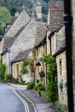 Cstle Combe, Cotswold, Англия - дома строки стоковое фото