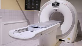 Ct-bildläsning eller CT-bildläsare i ett nytt sjukhus arkivfilmer