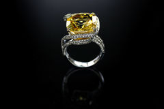 18 Ct-WG Topaz Diamond Ring Lizenzfreie Stockfotos