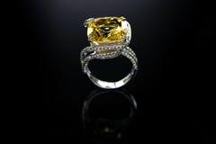 18 Ct WG Topaz Diamond Ring Royalty-vrije Stock Foto's