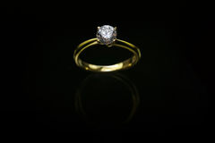 18 Ct YG Diamond Ring Royaltyfri Foto