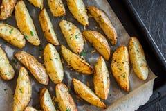Cuñas de la patata con queso Fotografía de archivo