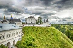 Céu menacing Rússia Sibéria Ásia do panorama do Kremlin de Tobolsk Foto de Stock