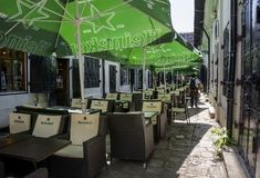 $cu Tei Hanul, κοντά στην οδό Lipscani στην παλαιά πόλη του Βουκουρεστι'ου Στοκ Φωτογραφίες