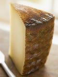 Cuña del queso de Manchego Fotos de archivo libres de regalías