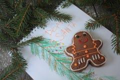 Cuaderno abierto del espacio en blanco, árbol de navidad, nieve, pan de jengibre, Fotos de archivo libres de regalías