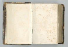 Cuaderno abierto viejo con las páginas amarilleadas Imagen de archivo