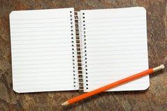 Cuaderno con el lápiz Fotos de archivo libres de regalías