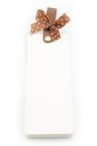 Cuaderno con la cinta marrón en el fondo blanco Imagen de archivo libre de regalías