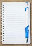 Cuaderno con la pluma Imágenes de archivo libres de regalías