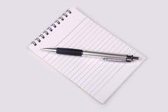 Cuaderno con la pluma Fotos de archivo libres de regalías