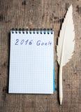 Cuaderno con la pluma y metas del año 2016 Foto de archivo
