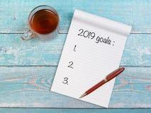 Cuaderno con las metas de los Años Nuevos para 2019 Foto de archivo libre de regalías