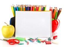Cuaderno con los objetos inmóviles de la escuela Imágenes de archivo libres de regalías