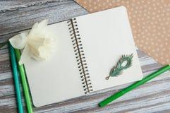 Cuaderno con un narciso Fotos de archivo