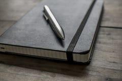 Cuaderno de cuero negro Imágenes de archivo libres de regalías