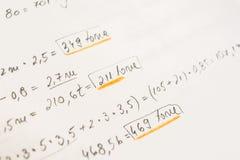 Cuaderno de la escuela con ecuaciones matemáticas Foto de archivo