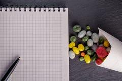 Cuaderno de la pizarra del caramelo Imagenes de archivo