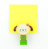 Cuaderno de notas amarillo con el clip de las ovejas Imágenes de archivo libres de regalías