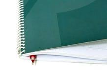 Cuaderno de notas del negocio con la pluma Fotos de archivo libres de regalías