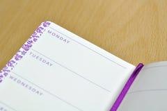 Cuaderno del diario con nombres de los días de la semana Imagen de archivo libre de regalías