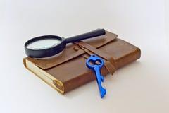 Cuaderno detective y CLAVE Fotos de archivo