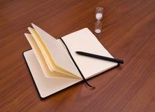 Cuaderno, diario, pluma y contador de tiempo Fotos de archivo libres de regalías