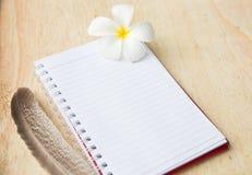 Cuaderno en blanco imagenes de archivo