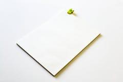 Cuaderno en blanco con el tablero amarillo Foto de archivo libre de regalías