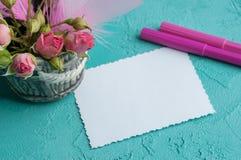 Cuaderno en blanco en fondo de la aguamarina Fotos de archivo libres de regalías