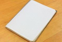 Cuaderno en el fondo de madera Fotografía de archivo libre de regalías