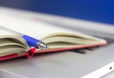 Cuaderno en el ordenador portátil Imagen de archivo