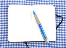 Cuaderno en el paño Fotos de archivo