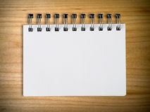 Cuaderno en la pared de madera Imagen de archivo libre de regalías