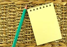 Cuaderno en las cuerdas Imágenes de archivo libres de regalías
