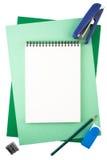 Cuaderno en las hojas del papel texturizado que imita un marco Fotografía de archivo