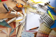 Cuaderno espiral del lugar de trabajo del diseñador del escritorio del arquitecto Fotos de archivo libres de regalías