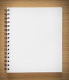 Cuaderno espiral en blanco Imagenes de archivo