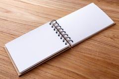 Cuaderno espiral en blanco Imágenes de archivo libres de regalías