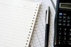 Cuaderno espiral y calculadora Fotos de archivo libres de regalías