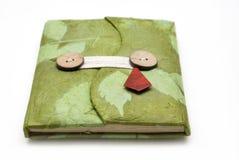 Cuaderno hecho a mano verde en el fondo blanco Foto de archivo