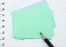 Cuaderno, papel de nota y lápiz negro imagenes de archivo