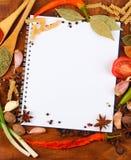 Cuaderno para las recetas y las especias Fotografía de archivo