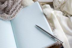 Cuaderno puesto en la bufanda Imágenes de archivo libres de regalías