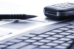 Cuaderno, teléfono, tecnología del asunto Foto de archivo libre de regalías