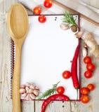 Cuaderno vacío listo para las recetas o el menú Imagen de archivo libre de regalías