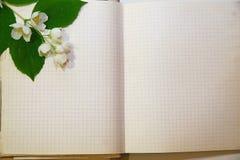 Cuaderno viejo imagenes de archivo