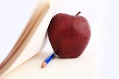 Cuaderno y Apple. Fotos de archivo libres de regalías