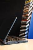 Cuaderno y CD audio foto de archivo